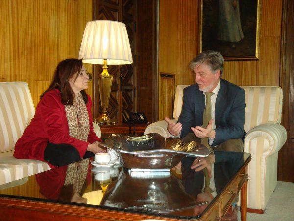 El alcalde de Zaragoza se reúne con la presidenta de la FAMCP