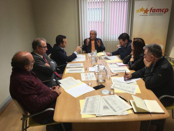 El consejero de Hacienda presenta el proyecto de Presupuestos en la FAMCP