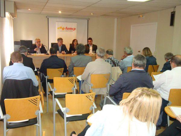 Guillén explica la futura financiación municipal y la creación de la Comarca Central en la FAMCP