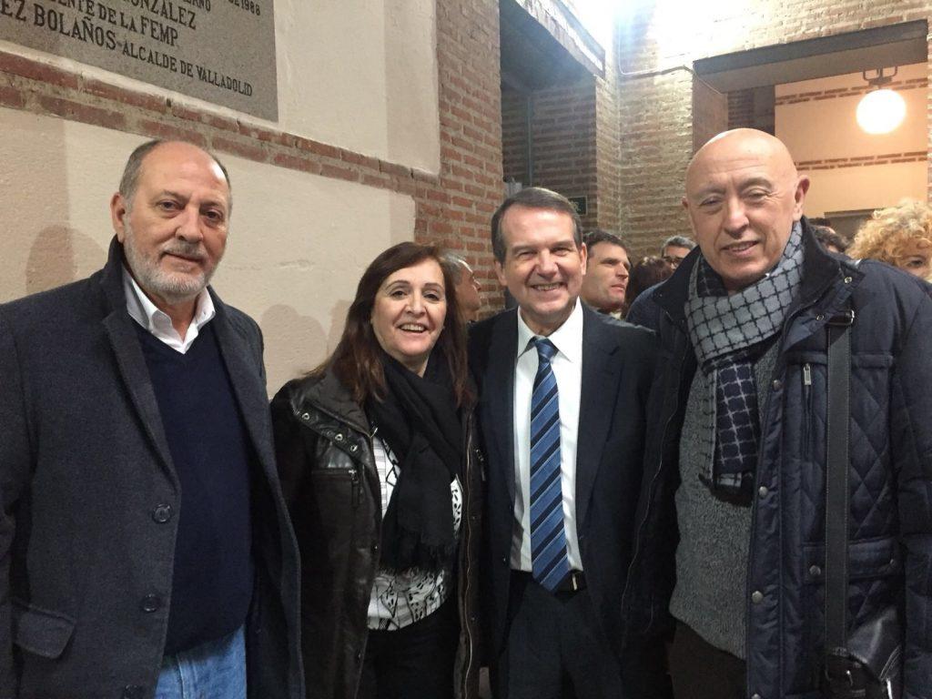 José Ramón Ibáñez, alcalde de Calanda; Carmen Sánchez, presidenta de la FAMCP; Abel Caballero, presidente de la FEMP; y José María Becerril, alcalde de Alagón.