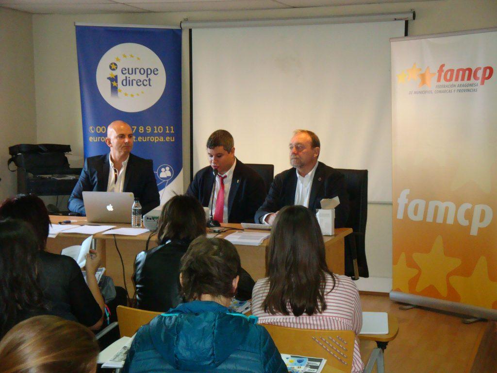 Desde la izquierda, Carlos Franco, profesor del seminario, Julio Embid, director general de Relaciones Institucionales, y Martín Nicolás, secretario general de la FAMCP.