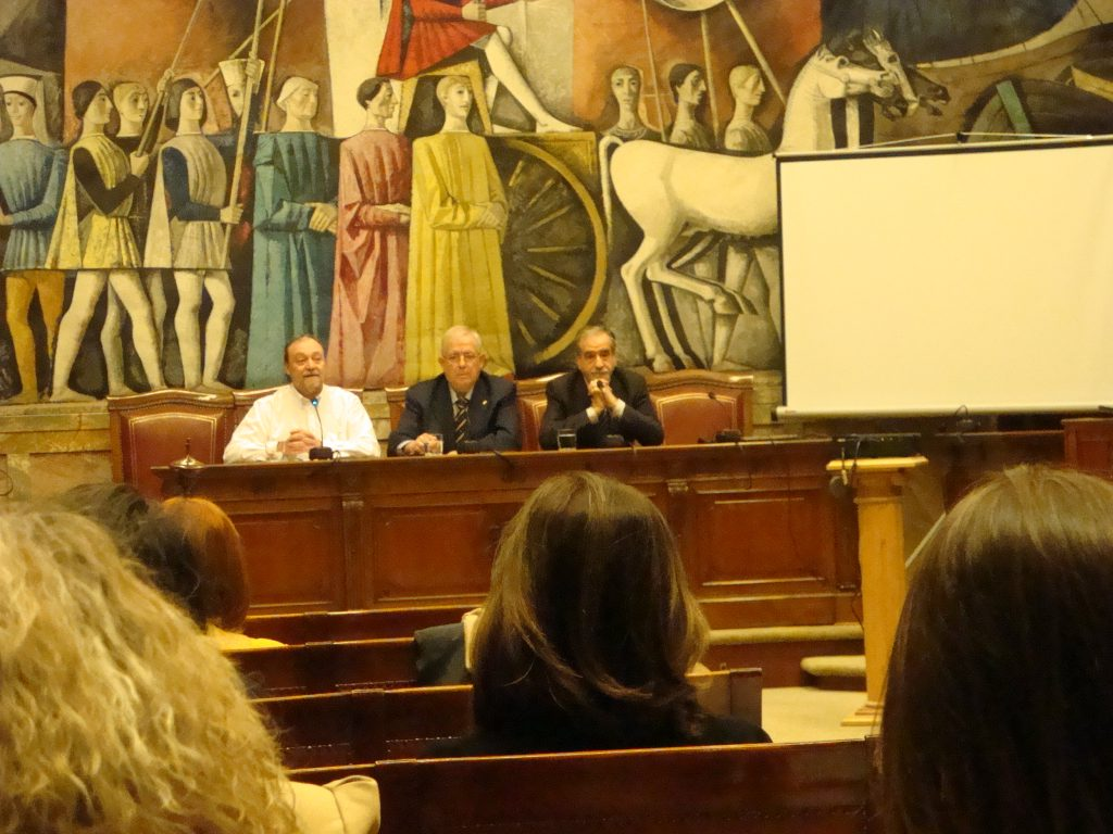Desde la izquierda, Nicolás, Llanas y Embid en la apertura del Seminario.