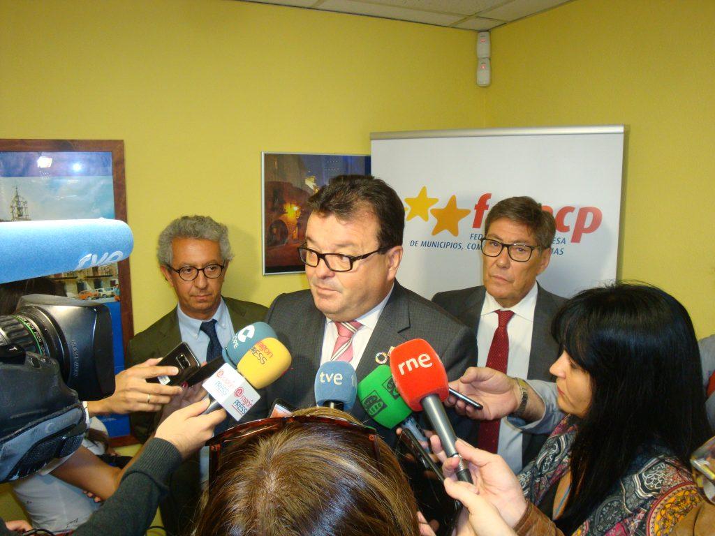 Luis Zubieta, Arturo Aliaga y Antonio Calvo, han atendido a los medios de comunicación.