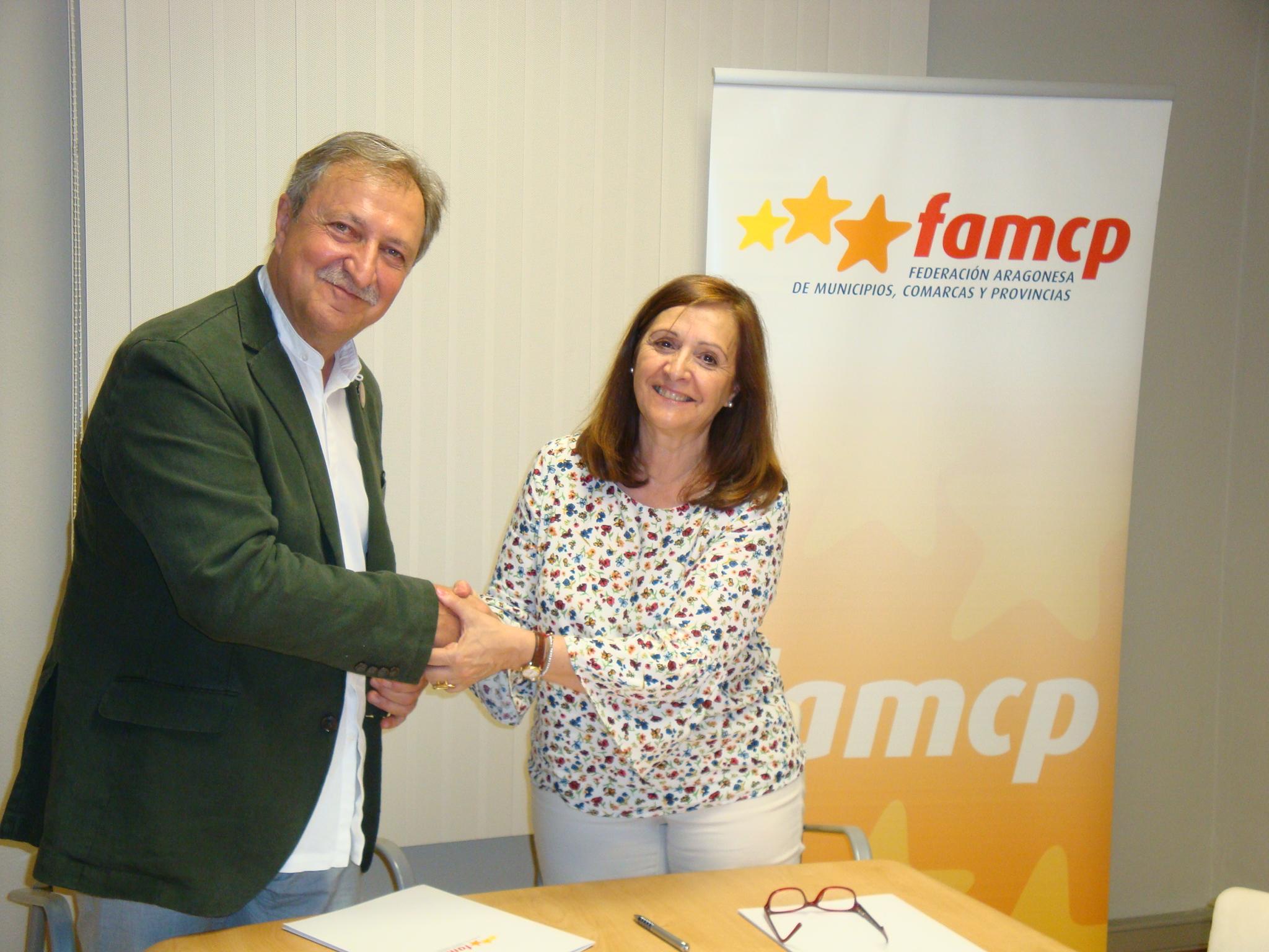 Lobatón y Sánchez tras la firma del convenio de colaboración