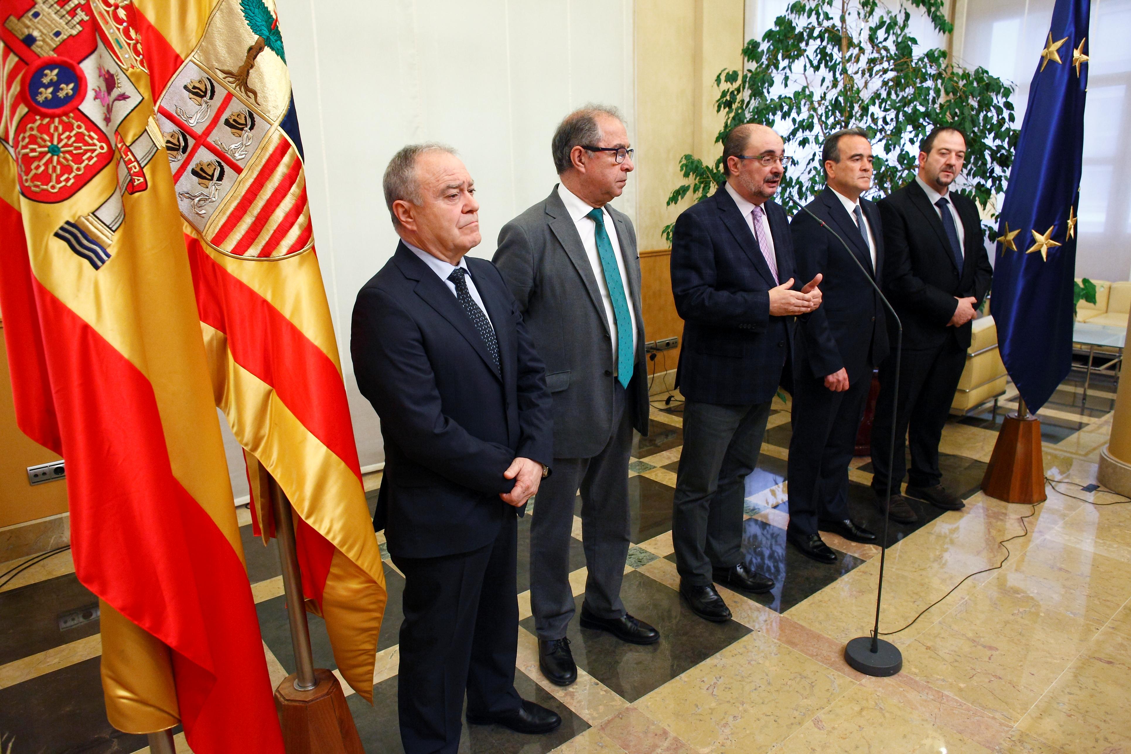 Tras la firma del convenio, Lambán reiteró su confianza en el buen hacer de las diputaciones provinciales.