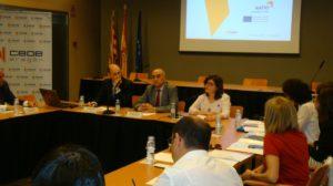 Julia Vicente, miembro de la Ejecutiva de la FAMCP, durante su intervención en la apertura del encuentro.