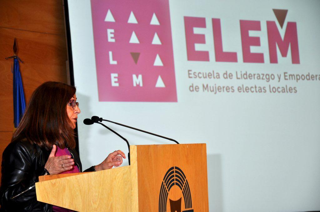 Carmen Sánchez, presidenta de la FAMCP, en la bienvenida a la presentación de ELEM.