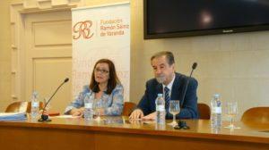 Carmen Sánchez y Antonio Embid, en la clausura del Seminario de Derecho Local.