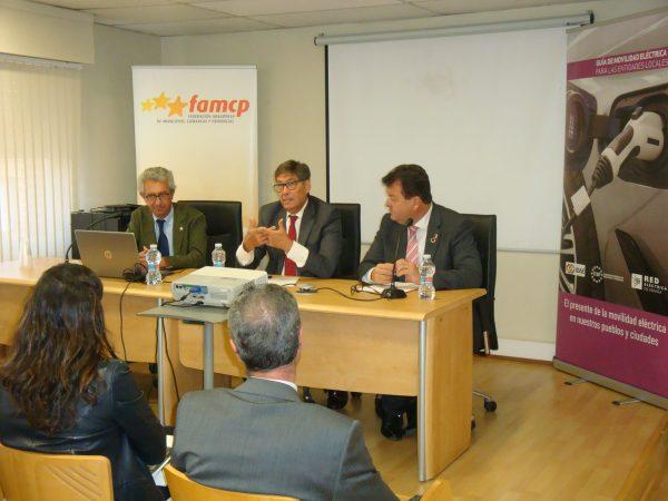 FAMCP y REE colaboran para fomentar la movilidad eléctrica, reducir la brecha digital y difundir la transición energética