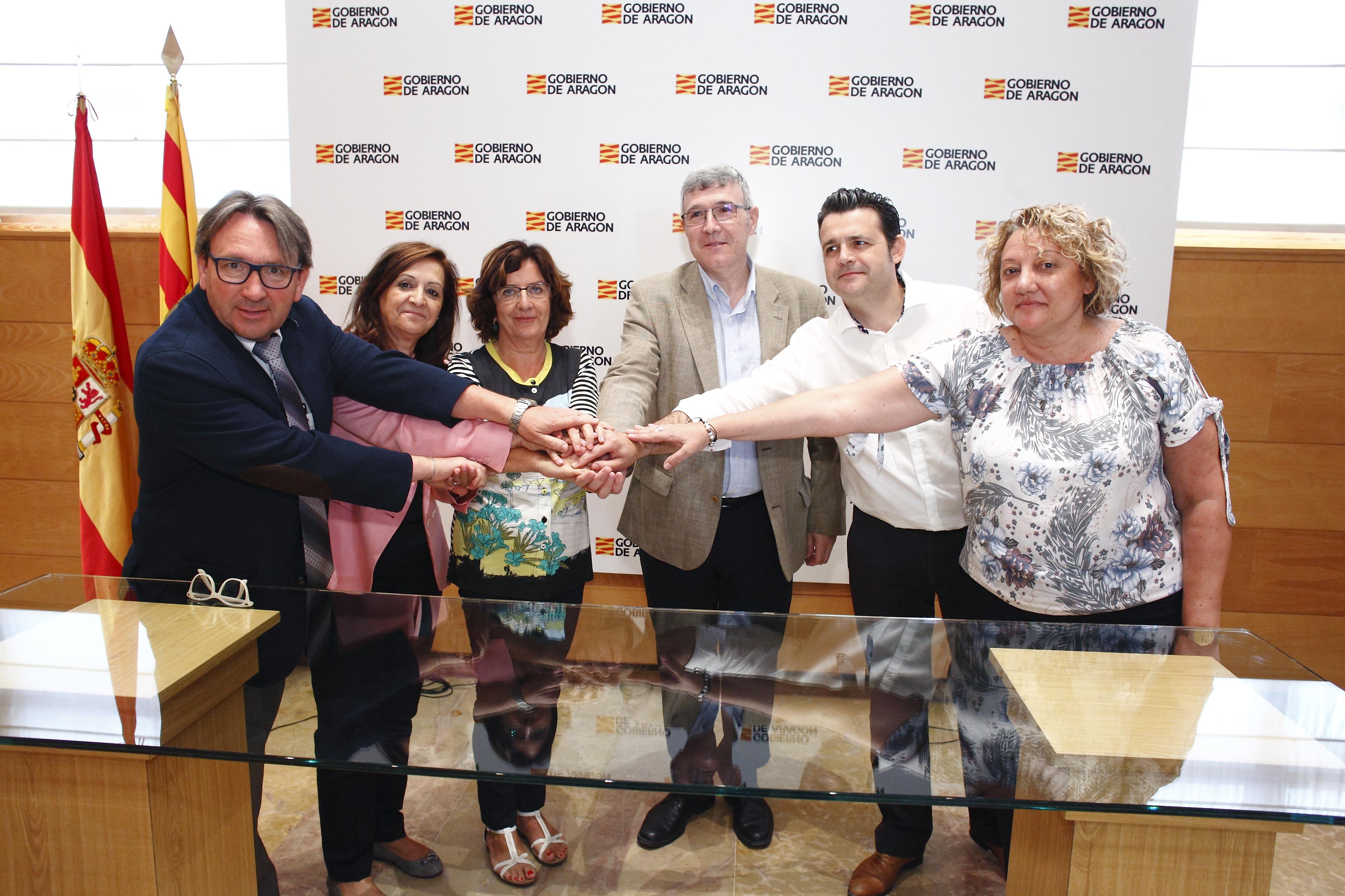 El Gobierno de Aragón ha firmado el convenio con la FAMCP y las asociaciones de residencias.