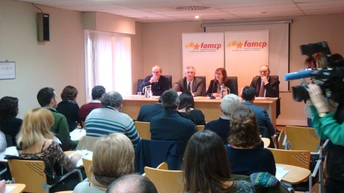 La Comisión de Municipios afectados por el Ebro, reunida en la sede de la FAMCP.
