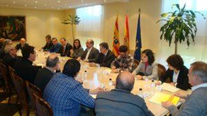 El presidente Lambán reunido con la Ejecutiva de la FAMCP en el edificio Pignatelli.